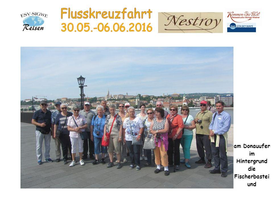 am Donauufer im Hintergrund die Fischerbastei und