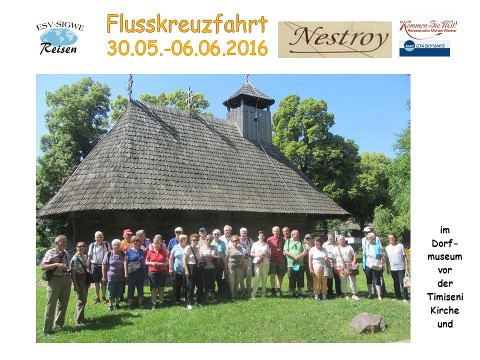 im Dorf- museum vor der Timiseni Kirche und