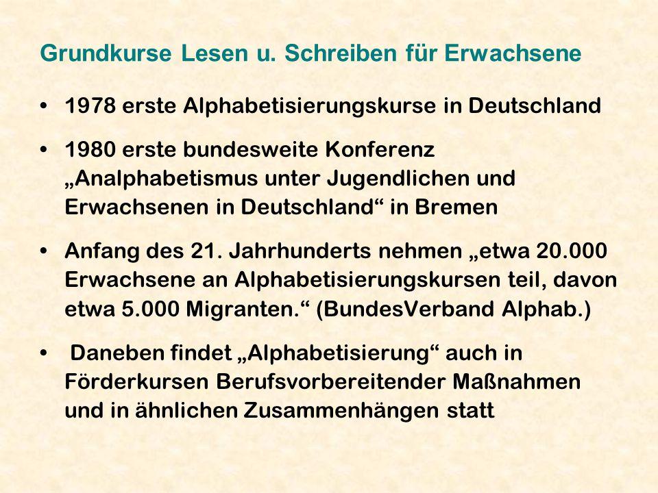 Grundkurse Lesen u. Schreiben für Erwachsene 1978 erste Alphabetisierungskurse in Deutschland 1980 erste bundesweite Konferenz Analphabetismus unter J