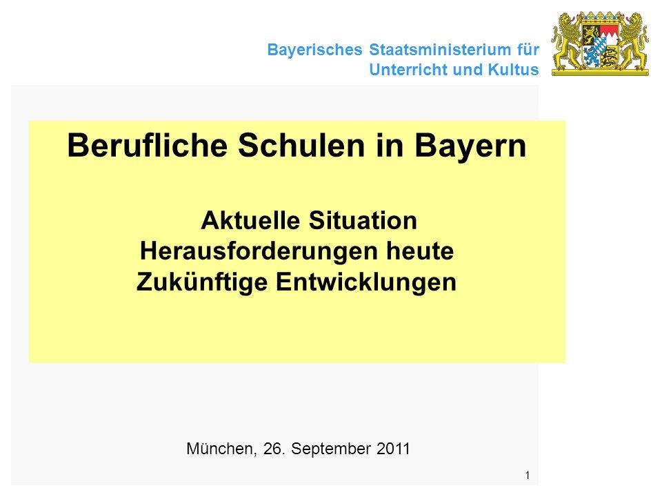 Bayerisches Staatsministerium für Unterricht und Kultus 1 Berufliche Schulen in Bayern Aktuelle Situation Herausforderungen heute Zukünftige Entwicklungen München, 26.