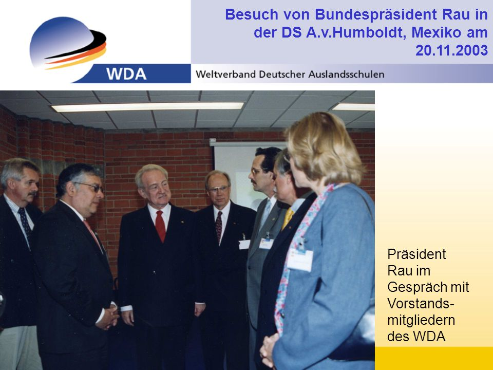 Besuch von Bundespräsident Rau in der DS A.v.Humboldt, Mexiko am 20.11.2003 Präsident Rau im Gespräch mit Vorstands- mitgliedern des WDA