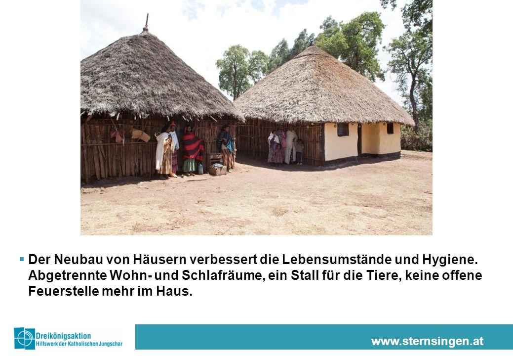www.sternsingen.at  Der Neubau von Häusern verbessert die Lebensumstände und Hygiene. Abgetrennte Wohn- und Schlafräume, ein Stall für die Tiere, kei