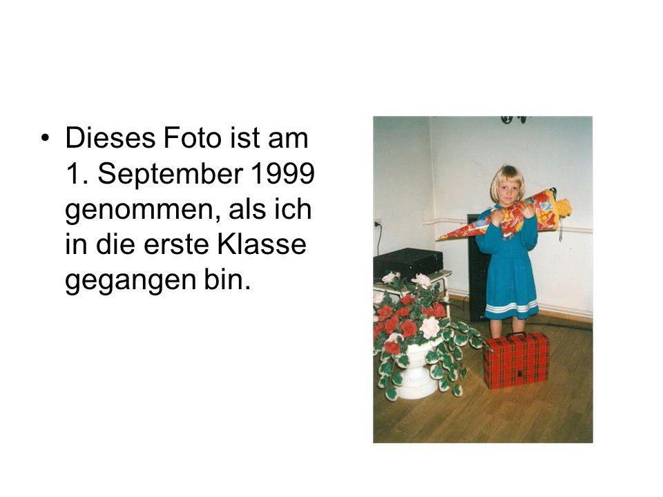 •Dieses Foto ist am 1. September 1999 genommen, als ich in die erste Klasse gegangen bin.