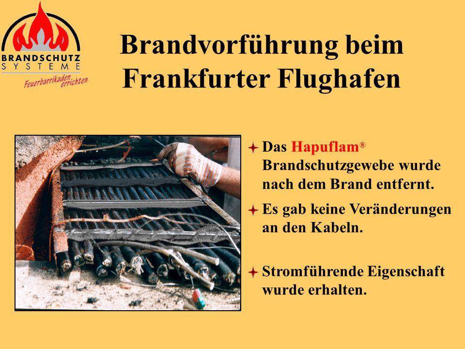 Das Hapuflam ® Brandschutzgewebe wurde aufgeschnitten. Brandvorführung beim Frankfurter Flughafen Man kann die voluminöse Schaumbildung sehen.