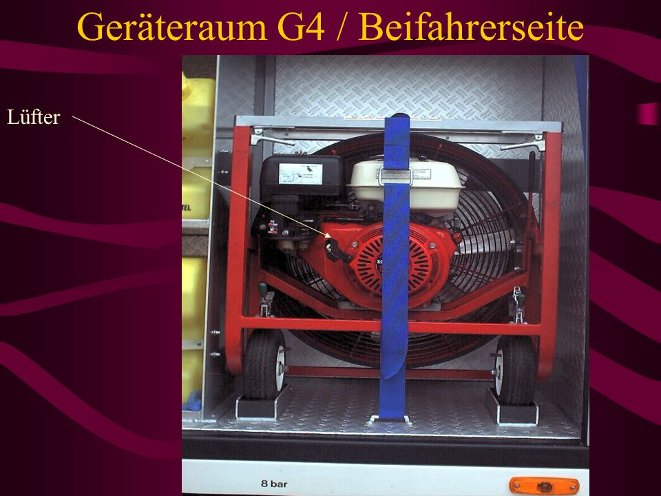 Geräteraum G2 / Beifahrerseite Verkehrsleitkegel 6x Div.Absperrband Strahler 1000Watt Brücke für Strahler Abzweigstück Kabeltrommeln