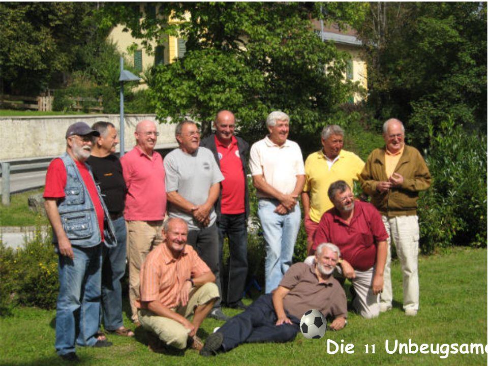 Nachdem wir alle vom Berg gut herunter gekommen und in Wiesenhof eingetroffen sind, haben wir uns tapfer dem Fotografen gestellt!