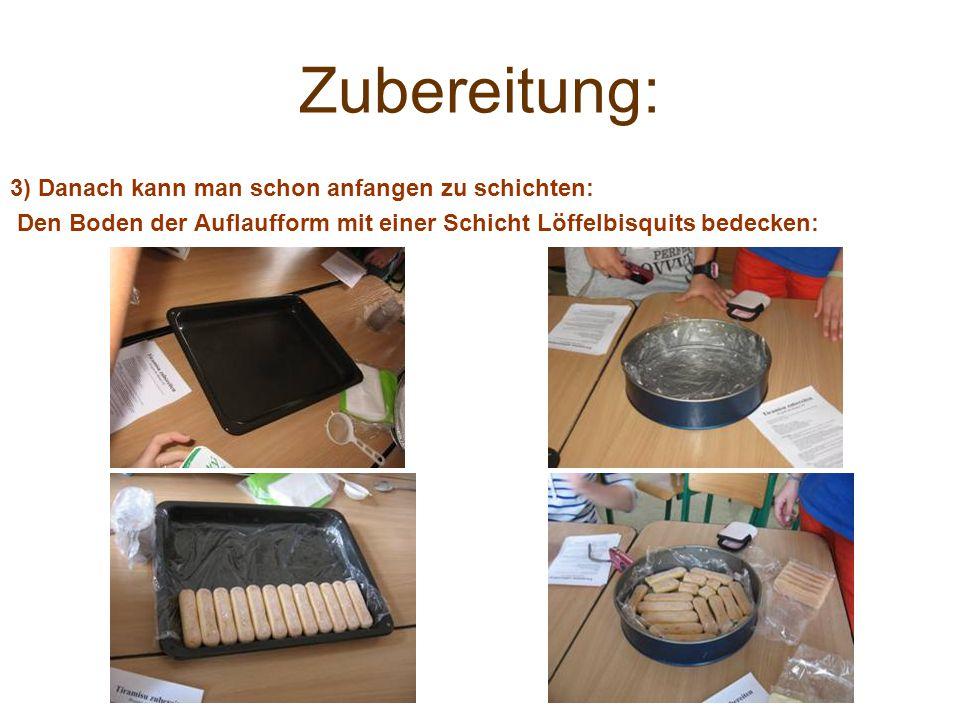 Zubereitung: 3) Danach kann man schon anfangen zu schichten: Den Boden der Auflaufform mit einer Schicht Löffelbisquits bedecken: