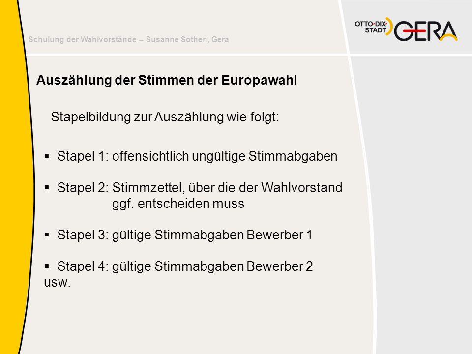 Schulung der Wahlvorstände – Susanne Sothen, Gera  Stapel 1: offensichtlich ungültige Stimmabgaben  Stapel 2: Stimmzettel, über die der Wahlvorstand