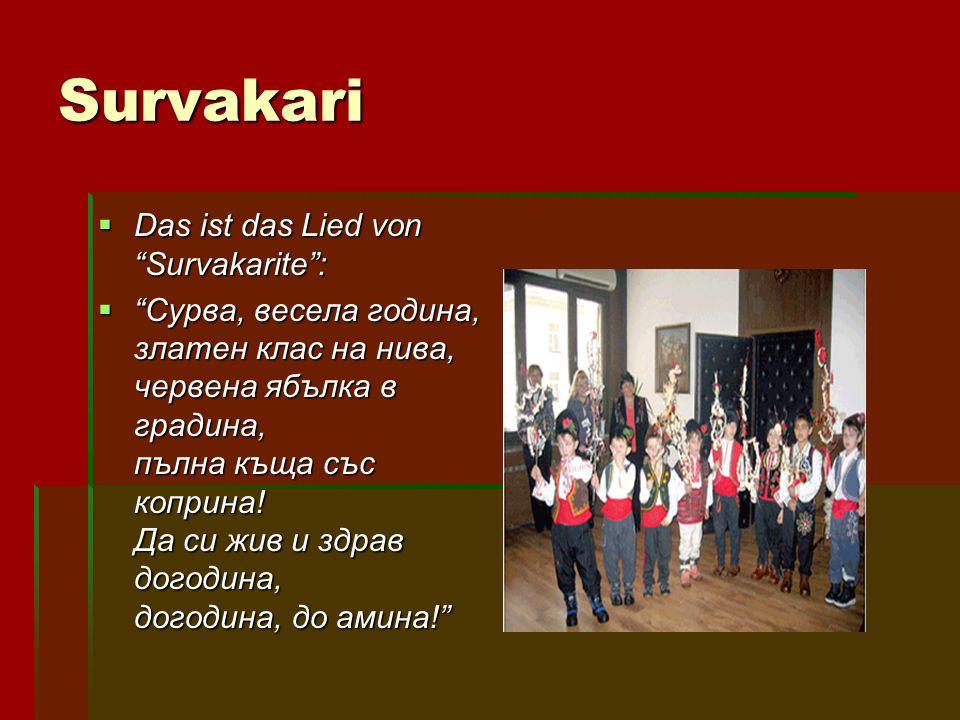 "Survakari DDDDas ist das Lied von ""Survakarite"": """"""""Сурва, весела година, златен клас на нива, червена ябълка в градина, пълна къща със копри"