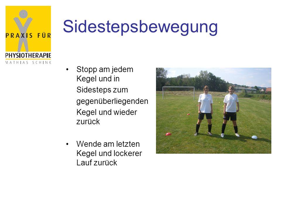 Sidestepsbewegung Stopp am jedem Kegel und in Sidesteps zum gegenüberliegenden Kegel und wieder zurück Wende am letzten Kegel und lockerer Lauf zurück