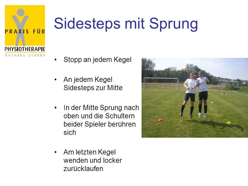 Sidesteps mit Sprung Stopp an jedem Kegel An jedem Kegel Sidesteps zur Mitte In der Mitte Sprung nach oben und die Schultern beider Spieler berühren sich Am letzten Kegel wenden und locker zurücklaufen