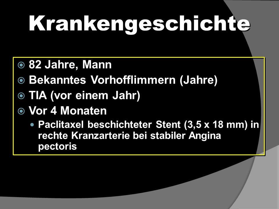 Initiale Präsentation  Patient präsentiert sich: Allgemeine Schwäche Kurzatmig Meläna  Medikation: Aspirin (100 mg), Clopidogrel (75 mg), Marcoumar (n.V.) Atorvastatin (20 mg), Ramipril (5 mg), Metoprolol (47,5 mg)  Hämoglobin: 7,2 g/dl  Stopp von Aspirin, Clopidogrel, Marcoumar  Patient präsentiert sich: Allgemeine Schwäche Kurzatmig Meläna  Medikation: Aspirin (100 mg), Clopidogrel (75 mg), Marcoumar (n.V.) Atorvastatin (20 mg), Ramipril (5 mg), Metoprolol (47,5 mg)  Hämoglobin: 7,2 g/dl  Stopp von Aspirin, Clopidogrel, Marcoumar