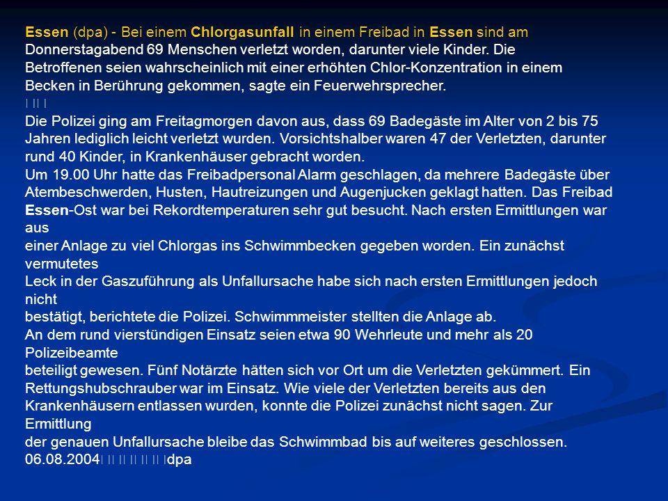 Essen (dpa) - Bei einem Chlorgasunfall in einem Freibad in Essen sind am Donnerstagabend 69 Menschen verletzt worden, darunter viele Kinder. Die Betro