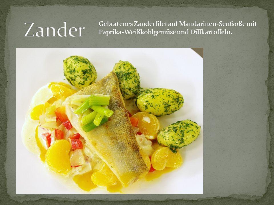 Gebratenes Zanderfilet auf Mandarinen-Senfsoße mit Paprika-Weißkohlgemüse und Dillkartoffeln.