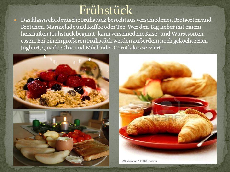 Das klassische deutsche Frühstück besteht aus verschiedenen Brotsorten und Brötchen, Marmelade und Kaffee oder Tee. Wer den Tag lieber mit einem herzh
