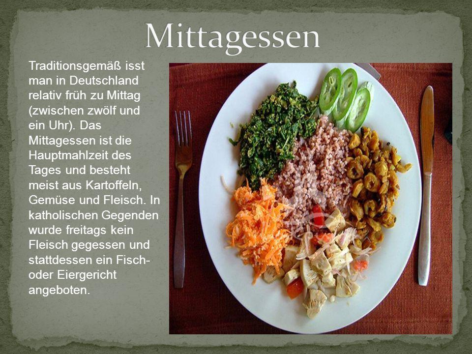 Traditionsgemäß isst man in Deutschland relativ früh zu Mittag (zwischen zwölf und ein Uhr). Das Mittagessen ist die Hauptmahlzeit des Tages und beste