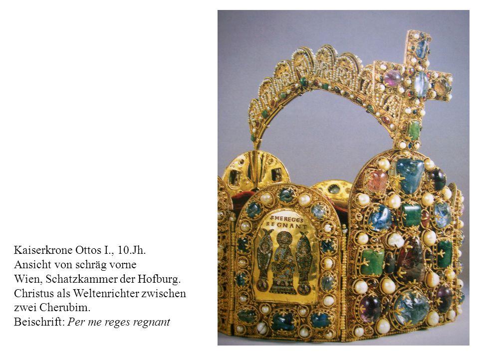 17 Kaiserkrone Ottos I., 10.Jh. Ansicht von schräg vorne Wien, Schatzkammer der Hofburg. Christus als Weltenrichter zwischen zwei Cherubim. Beischrift