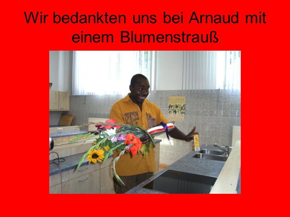 Wir bedankten uns bei Arnaud mit einem Blumenstrauß