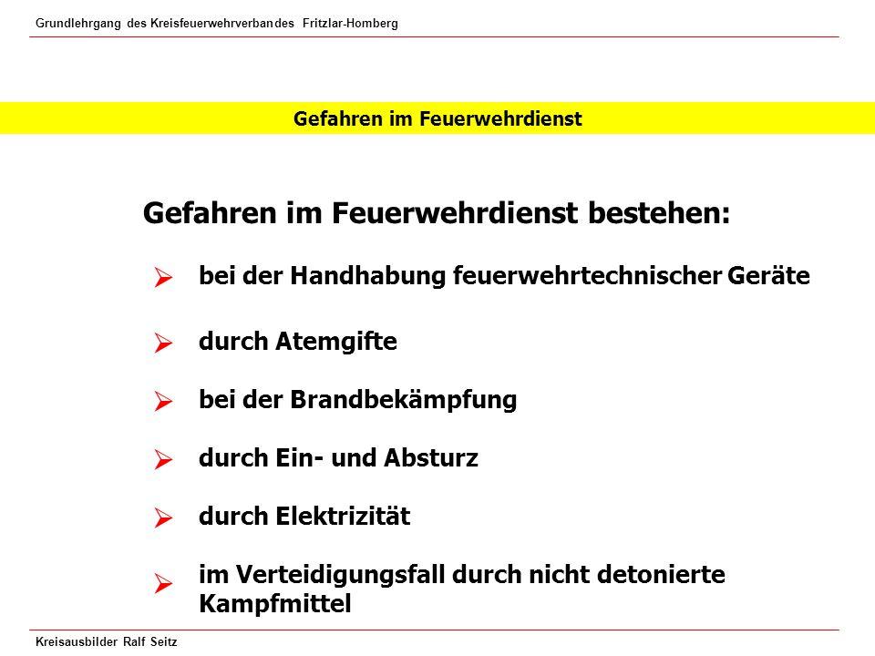 Grundlehrgang des Kreisfeuerwehrverbandes Fritzlar-Homberg Kreisausbilder Ralf Seitz Verlegen von Druckschläuchen Stolpergefahr Gefährdung der Angriffstrupps  
