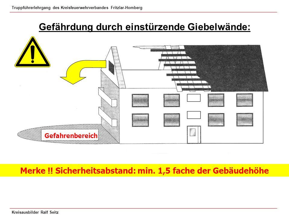 Truppführerlehrgang des Kreisfeuerwehrverbandes Fritzlar-Homberg Kreisausbilder Ralf Seitz Gefährdung durch einstürzende Giebelwände: Merke !! Sicherh