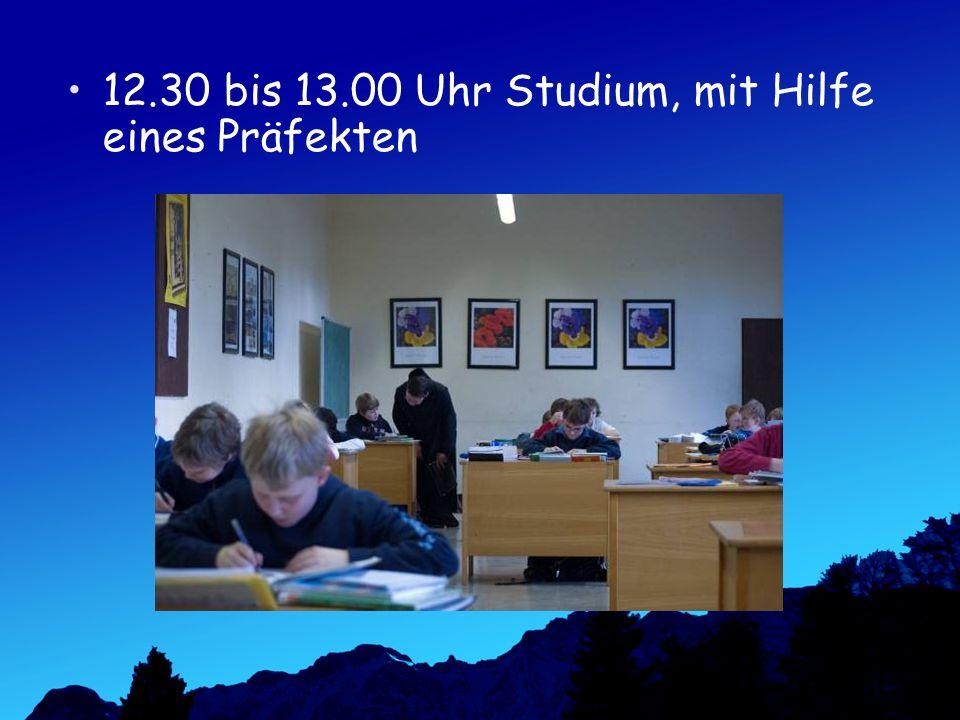 12.30 bis 13.00 Uhr Studium, mit Hilfe eines Präfekten