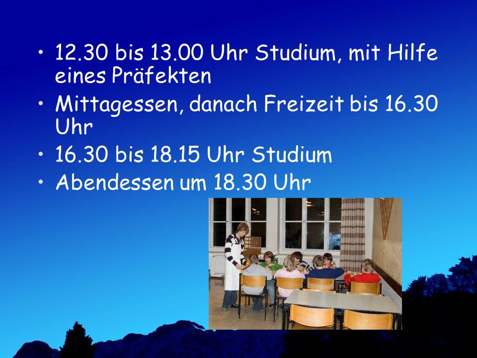 12.30 bis 13.00 Uhr Studium, mit Hilfe eines Präfekten Mittagessen, danach Freizeit bis 16.30 Uhr 16.30 bis 18.15 Uhr Studium Abendessen um 18.30 Uhr