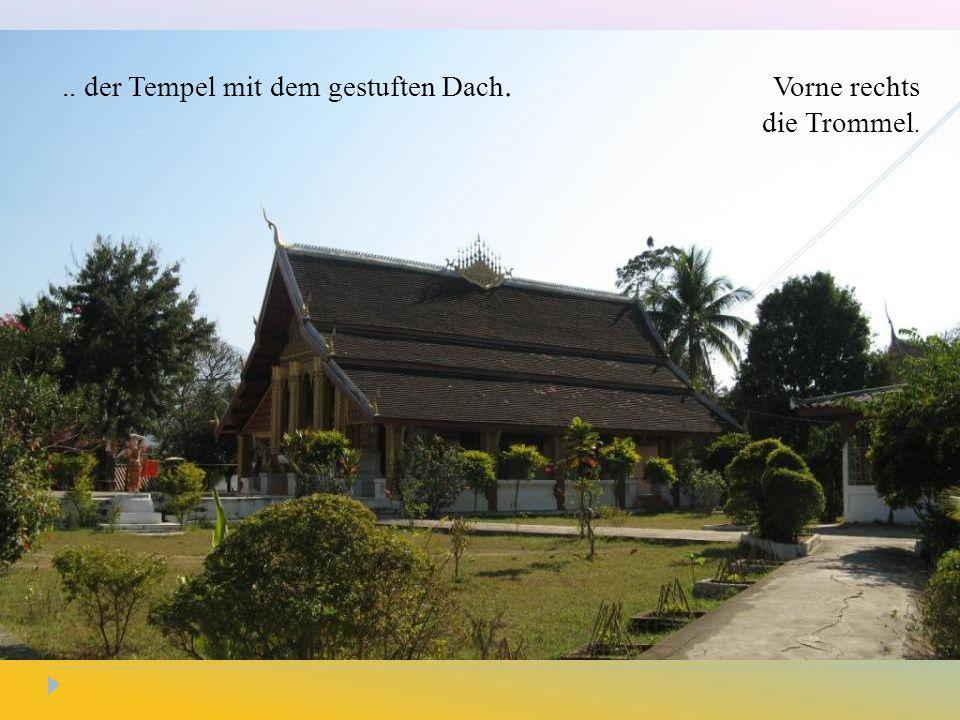 .. der Tempel mit dem gestuften Dach. Vorne rechts die Trommel.