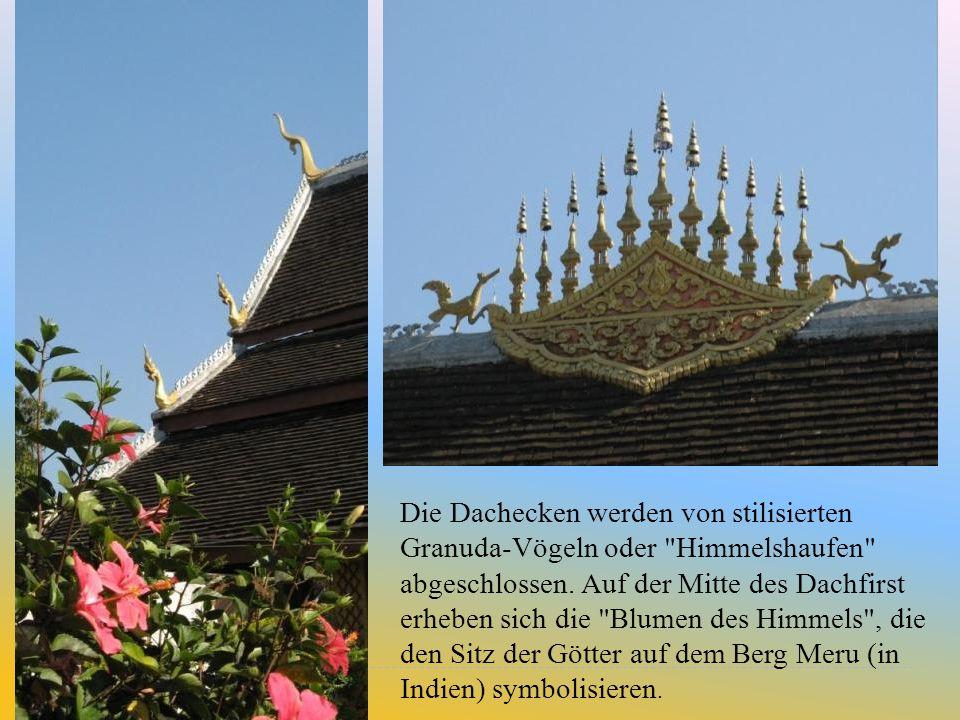Die Dachecken werden von stilisierten Granuda-Vögeln oder