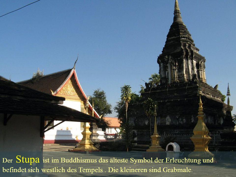 Der Stupa ist im Buddhismus das älteste Symbol der Erleuchtung und befindet sich westlich des Tempels. Die kleineren sind Grabmale.