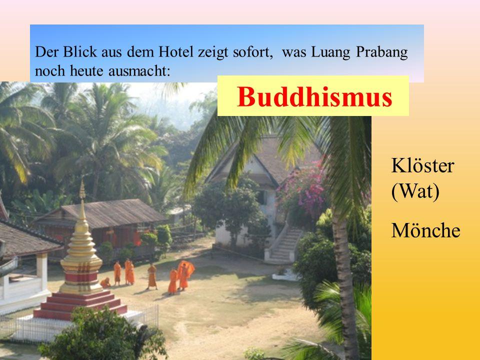 Der Blick aus dem Hotel zeigt sofort, was Luang Prabang noch heute ausmacht: Klöster (Wat) Mönche Buddhismus