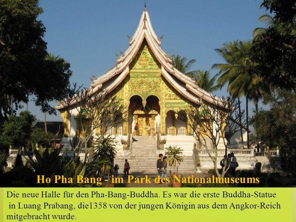 Ho Pha Bang - im Park des Nationalmuseums Die neue Halle für den Pha-Bang-Buddha. Es war die erste Buddha-Statue in Luang Prabang, die1358 von der jun