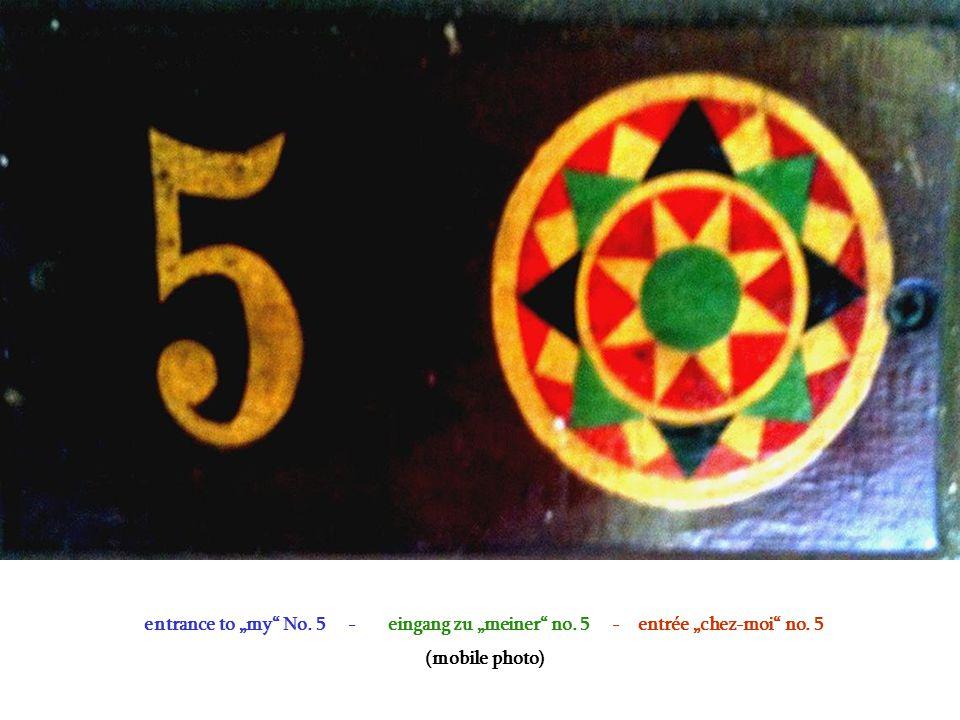 """entrance to """"my No. 5 - eingang zu """"meiner no. 5 - entrée """"chez-moi no. 5 (mobile photo)"""
