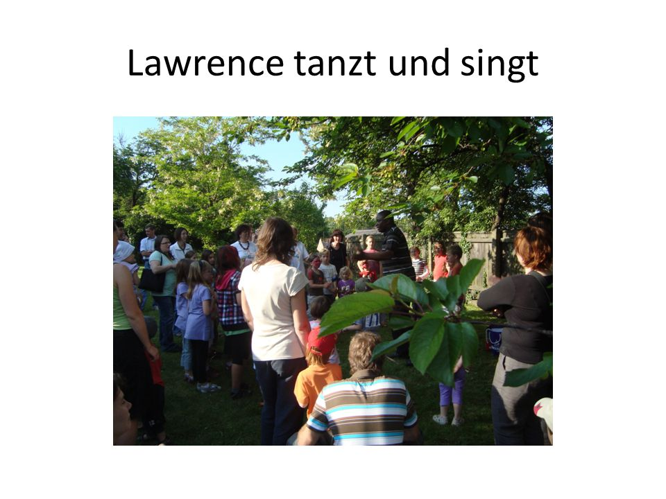 Lawrence tanzt und singt