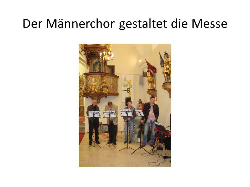 Der Männerchor gestaltet die Messe