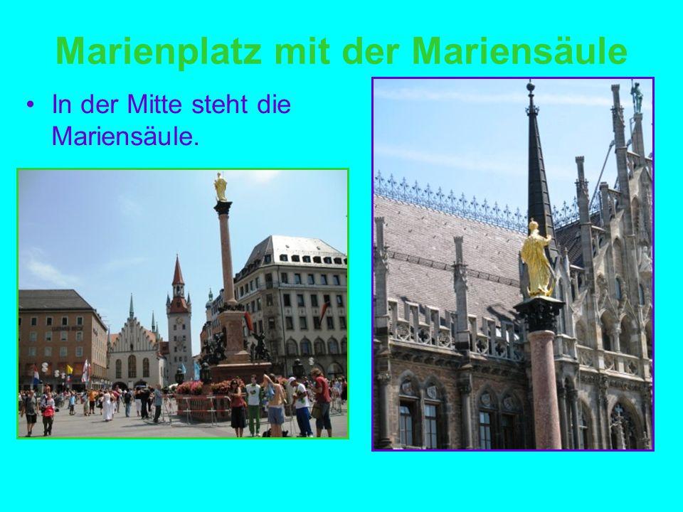 Marienplatz mit der Mariensäule In der Mitte steht die Mariensäule.