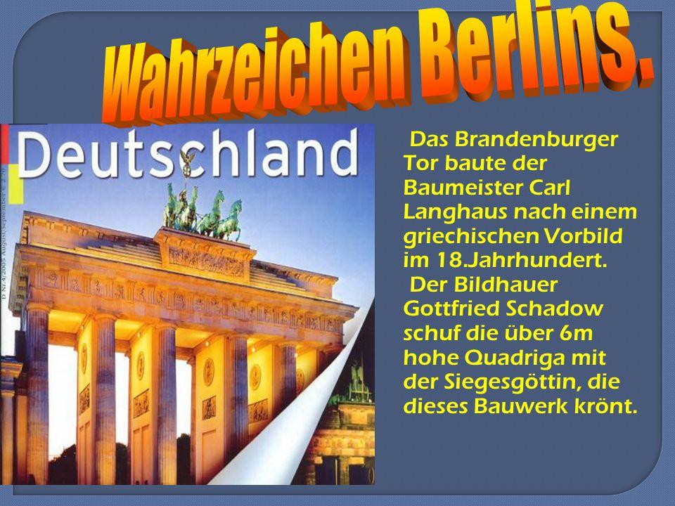 Das Brandenburger Tor baute der Baumeister Carl Langhaus nach einem griechischen Vorbild im 18.Jahrhundert.