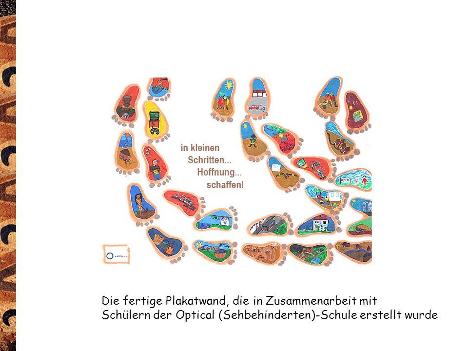 Die fertige Plakatwand, die in Zusammenarbeit mit Schülern der Optical (Sehbehinderten)-Schule erstellt wurde