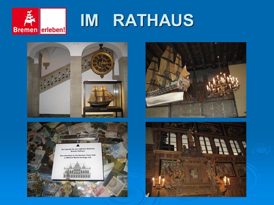DAS RATHAUS Das Rathaus wurde 1405 bis 1410 gebaut. Rund zwei Jahrhunderte später erhielt das gotische Gebäude eine neue Fassade durch den Bremer Baum