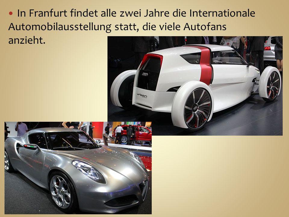 In Franfurt findet alle zwei Jahre die Internationale Automobilausstellung statt, die viele Autofans anzieht.