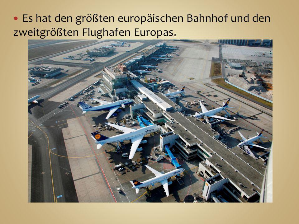 Es hat den größten europäischen Bahnhof und den zweitgrößten Flughafen Europas.