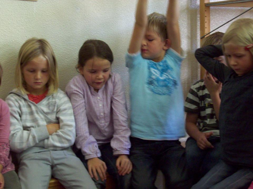 """Schuleintritt 19.08.2014 6 4 Stunden """"arbeiten Gruppe erleben Beziehungen aufbauen Organisation eines Schultages erleben Schrift entdecken"""