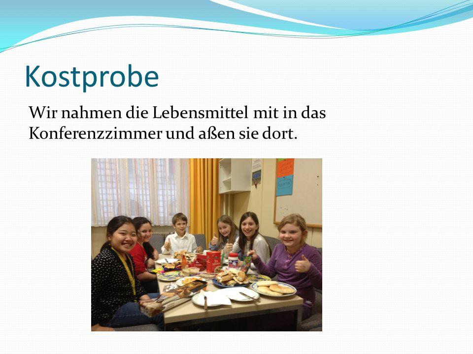 Kostprobe Wir nahmen die Lebensmittel mit in das Konferenzzimmer und aßen sie dort.