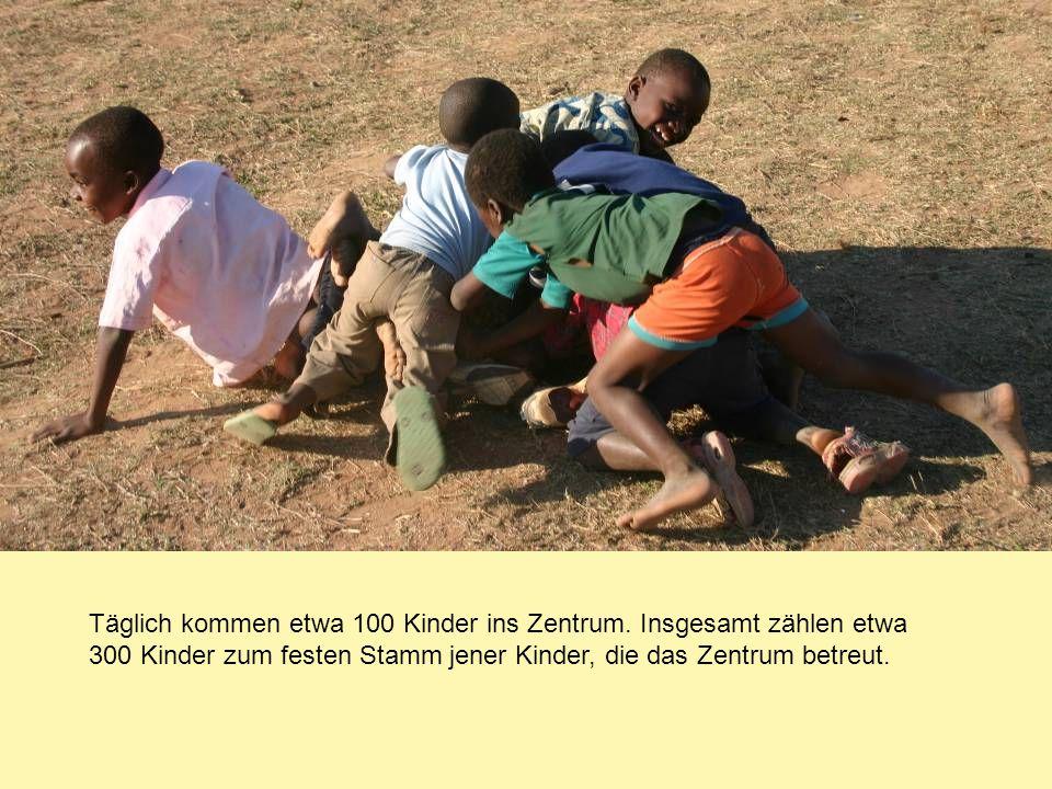 Täglich kommen etwa 100 Kinder ins Zentrum. Insgesamt zählen etwa 300 Kinder zum festen Stamm jener Kinder, die das Zentrum betreut.