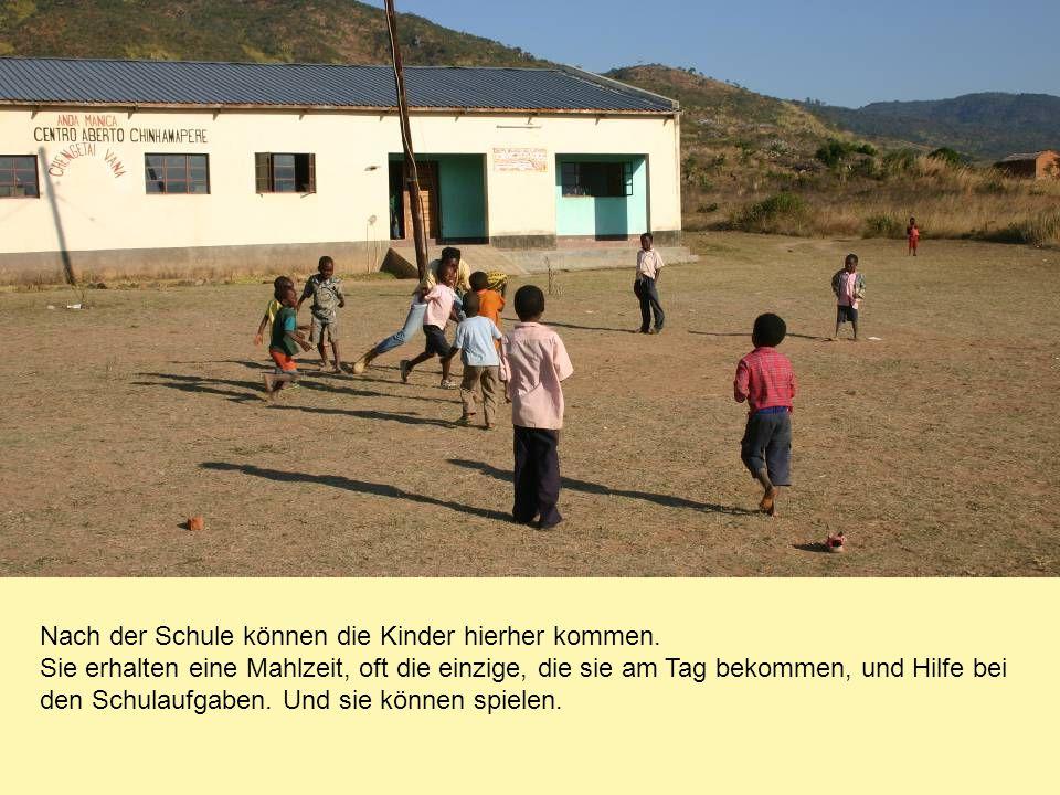 Nach der Schule können die Kinder hierher kommen. Sie erhalten eine Mahlzeit, oft die einzige, die sie am Tag bekommen, und Hilfe bei den Schulaufgabe