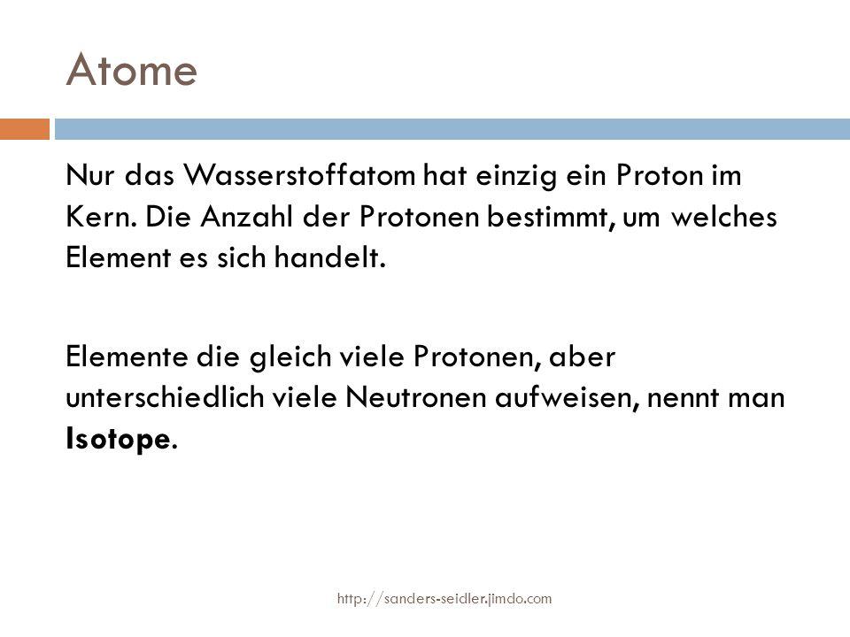 Atome Nur das Wasserstoffatom hat einzig ein Proton im Kern. Die Anzahl der Protonen bestimmt, um welches Element es sich handelt. Elemente die gleich