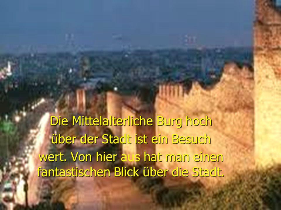 Die Mittelalterliche Burg hoch über der Stadt ist ein Besuch wert.
