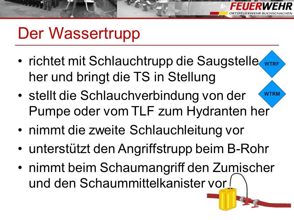 Der Wassertrupp richtet mit Schlauchtrupp die Saugstelle her und bringt die TS in Stellung stellt die Schlauchverbindung von der Pumpe oder vom TLF zu