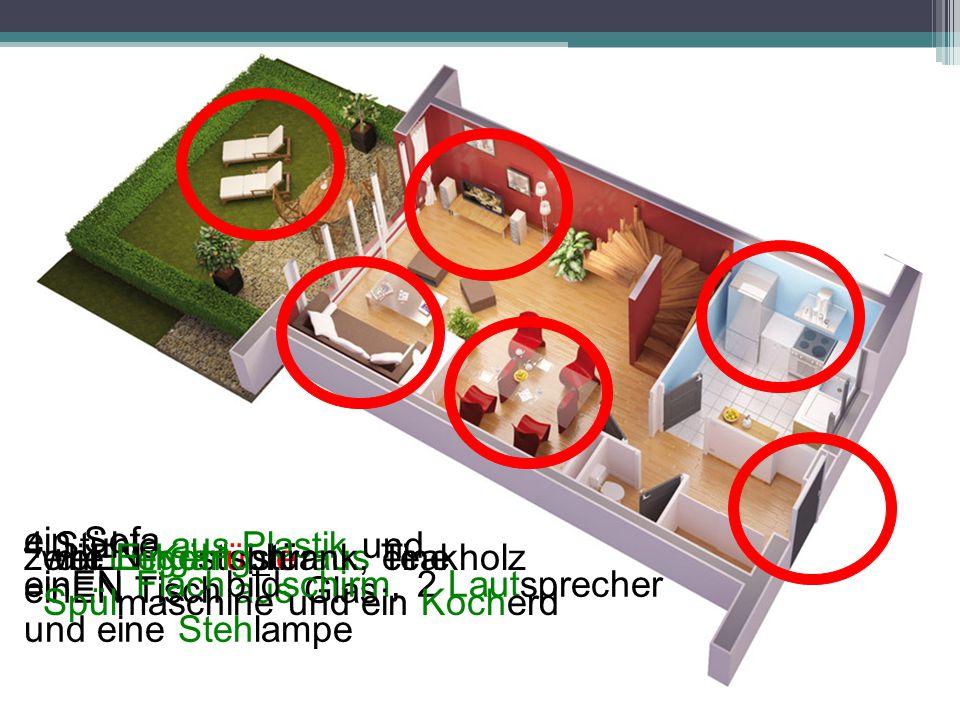 zwei Liegestühle aus Teakholz ein Sofa 4 Stühle aus Plastik und einEN Tisch aus Glas einEN Flachbildschirm, 2 Lautsprecher und eine Stehlampe einEN Kü