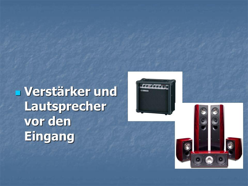 Verstärker und Lautsprecher vor den Eingang Verstärker und Lautsprecher vor den Eingang