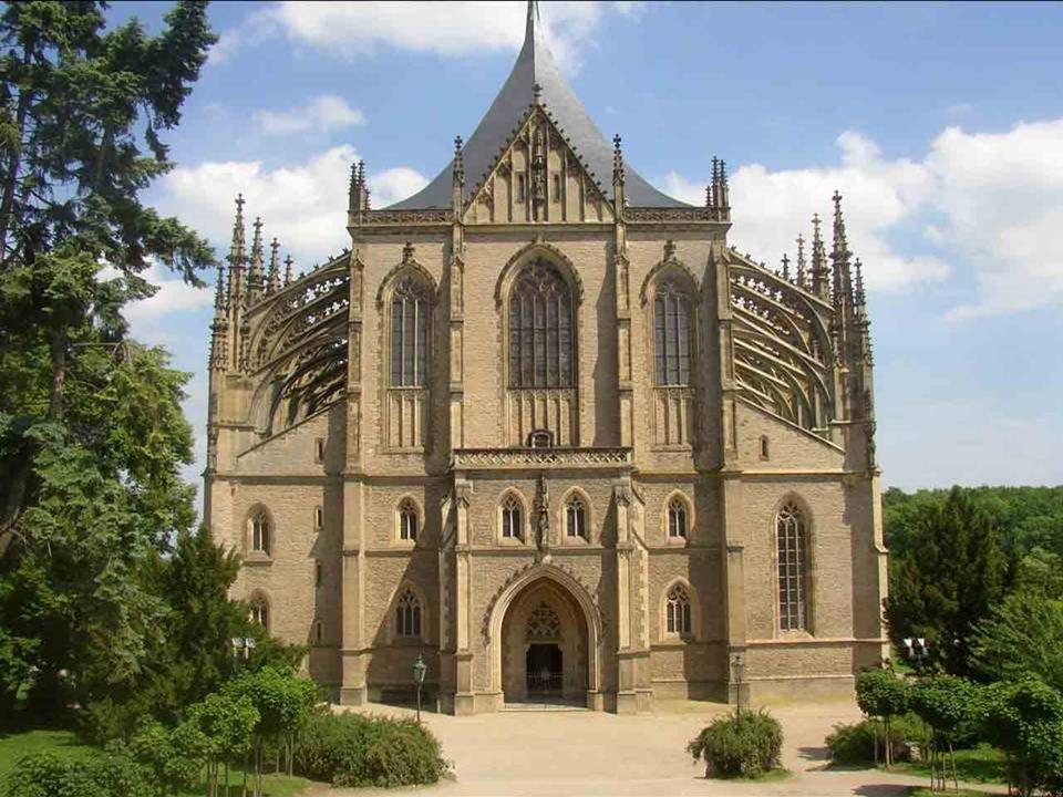 Das historische Zentrum von Kutná Hora am Rande der Highlands, mit dem Dom St. Barbara und der Kathedrale Notre-Dame in Stadtviertel Sedlec ist eine e